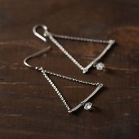 TANE シルバーピアス Triangle Chain × Crystal