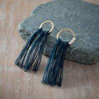 TANE パールと藍染め麻糸のフリンジピアス