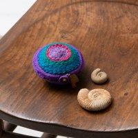 Pooja 刺繍の丸ケース パープル