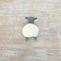 足田メロウ  陶器のブローチ  ひつじ 黒