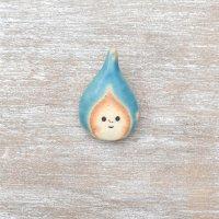 足田メロウ  陶器のブローチ  しずく ブルー