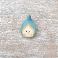 足田メロウ  陶器のブローチ  しずく スカイブルー