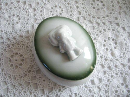 【限定品】マニー 陶器 ベア オーバルケース グリーンの商品写真です