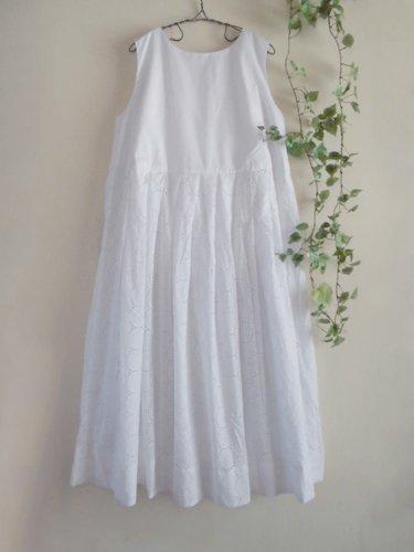 s.t.closet frabjous(エスティークローゼット フラビシャス) オーバーレースワンピース ホワイトの商品写真です