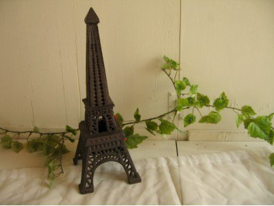 エッフェル塔キャンドルスタンドの商品写真です
