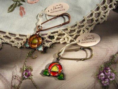 ティアラ(シュシュドママン) ステンドアクセ ローズブローチの商品写真です
