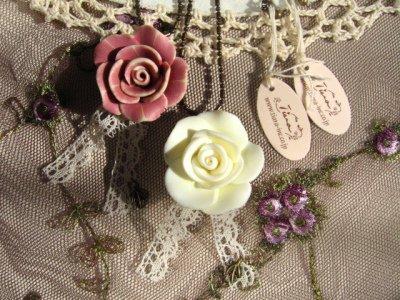 ティアラ(シュシュドママン) グランドローズ ネックレスの商品写真です