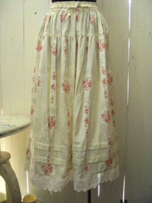 リリアンハウス フラワープリントスカート グリーンの商品写真です