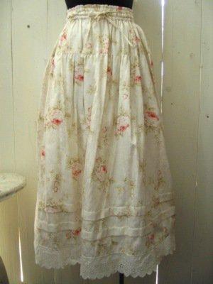 リリアンハウス フラワープリントスカート ナチュラルの商品写真です