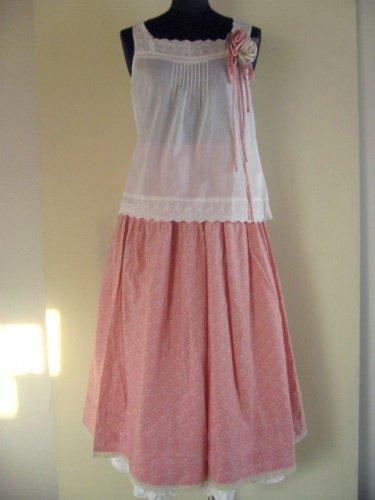 コサージュ付きピンクスカートの商品写真です