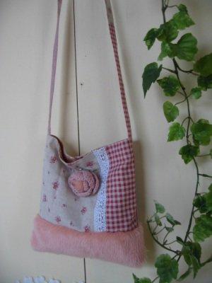 まころん* ピンクのふわふわポシェットの商品写真4