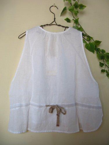 シュシュドママン(chou chou de maman) ポアンドクロア+チロリアン ベスト オフホワイトの商品写真2