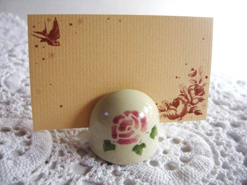 マニー ローズ 陶器 メモスタンド丸の商品写真です