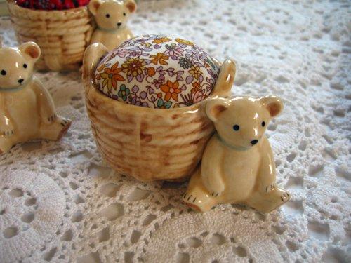 マニー プチメゾン 陶器 ピンクッション くまAの商品写真です