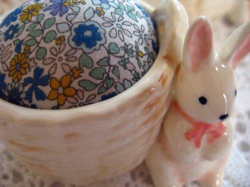 マニー プチメゾン 陶器 ピンクッション うさぎBの商品写真3
