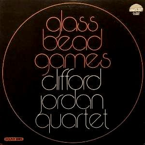 <img class='new_mark_img1' src='https://img.shop-pro.jp/img/new/icons3.gif' style='border:none;display:inline;margin:0px;padding:0px;width:auto;' />CLIFFORD JORDAN QUARTET - GLASS BEAD GAMES (LP) (RE) (EX/VG+)