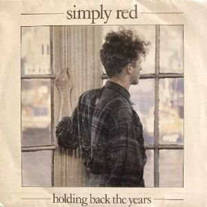 <img class='new_mark_img1' src='https://img.shop-pro.jp/img/new/icons3.gif' style='border:none;display:inline;margin:0px;padding:0px;width:auto;' />SIMPLY RED - HOLDING BACK THE YEARS (7) (ES) (VG+/VG+)