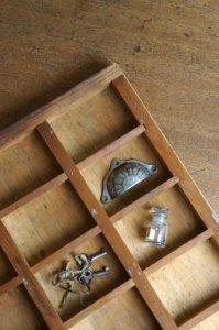 ★仕切りのある木箱