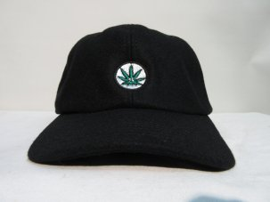 <img class='new_mark_img1' src='https://img.shop-pro.jp/img/new/icons20.gif' style='border:none;display:inline;margin:0px;padding:0px;width:auto;' />iandme WEED WOOL CAP ブラック