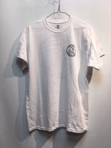 <img class='new_mark_img1' src='//img.shop-pro.jp/img/new/icons5.gif' style='border:none;display:inline;margin:0px;padding:0px;width:auto;' />BLAST SKATES ROUND LOGO T-SHIRT WHITE