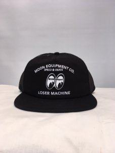<img class='new_mark_img1' src='//img.shop-pro.jp/img/new/icons5.gif' style='border:none;display:inline;margin:0px;padding:0px;width:auto;' />LOSER MACHINE × MOONEYES TRUCKER HAT