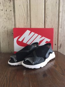 <img class='new_mark_img1' src='//img.shop-pro.jp/img/new/icons5.gif' style='border:none;display:inline;margin:0px;padding:0px;width:auto;' />NIKE AIR HUARACHE HUARACHE ULTRA