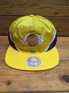 <img class='new_mark_img1' src='//img.shop-pro.jp/img/new/icons5.gif' style='border:none;display:inline;margin:0px;padding:0px;width:auto;' />Mitchell & Ness Los Angeles Lakers Nylon Baseball Hat