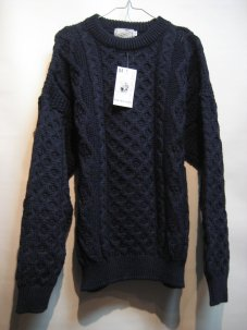 <img class='new_mark_img1' src='https://img.shop-pro.jp/img/new/icons20.gif' style='border:none;display:inline;margin:0px;padding:0px;width:auto;' />Kelly Woollen Mills ARAN CREW NECK SWEATER Mサイズ ネイビー