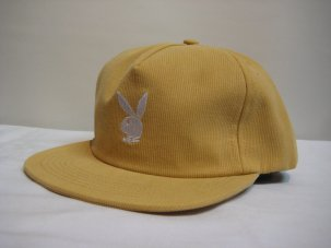 <img class='new_mark_img1' src='//img.shop-pro.jp/img/new/icons20.gif' style='border:none;display:inline;margin:0px;padding:0px;width:auto;' />Good Worth × Playboy Rabbit Head Snapback ゴールド
