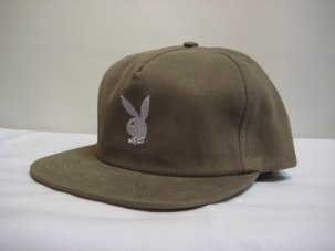 <img class='new_mark_img1' src='//img.shop-pro.jp/img/new/icons20.gif' style='border:none;display:inline;margin:0px;padding:0px;width:auto;' />Good Worth × Playboy Rabbit Head Snapback カーキ