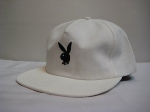<img class='new_mark_img1' src='//img.shop-pro.jp/img/new/icons20.gif' style='border:none;display:inline;margin:0px;padding:0px;width:auto;' />Good Worth × Playboy Rabbit Head Snapback ホワイト