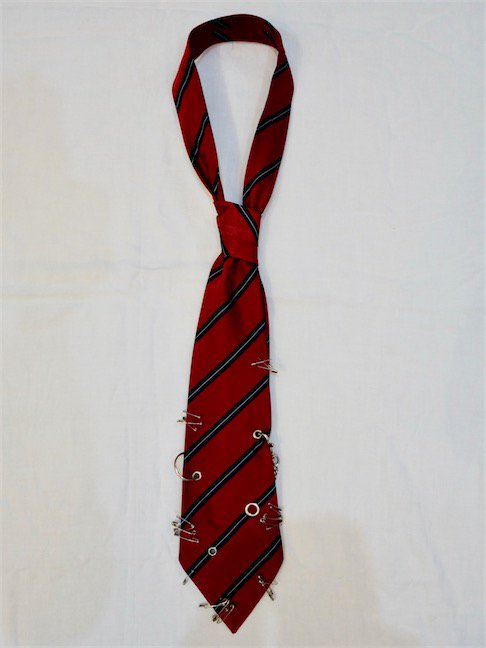VAQUERA-PUNK TIE/RED STRIPE<img class='new_mark_img2' src='//img.shop-pro.jp/img/new/icons10.gif' style='border:none;display:inline;margin:0px;padding:0px;width:auto;' />