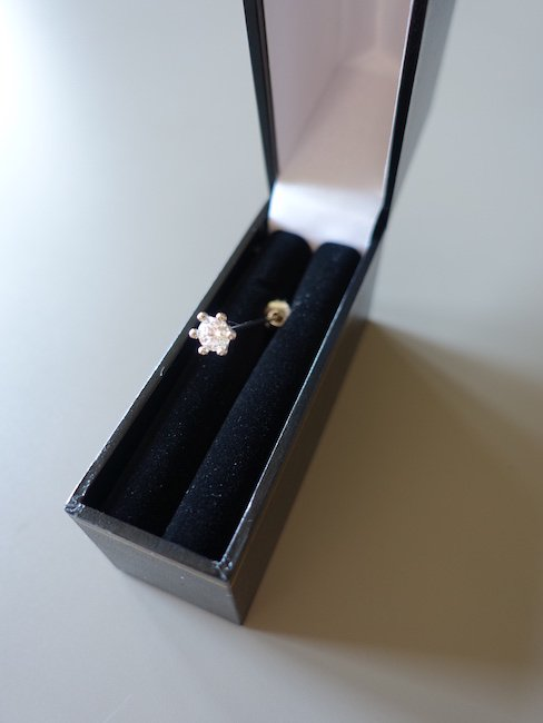 D'HEYGERE-SOLITAIRE PIN/SILVER&WHITE