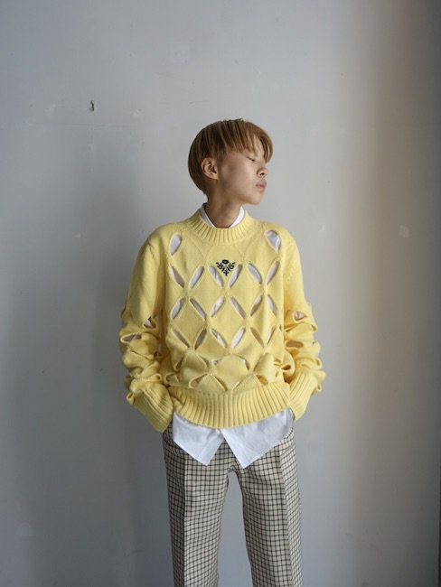 STEFAN COOKE-DIAMOND SLASHED JUMPER WITH FLORAL EMNROIDERY/YELLOW