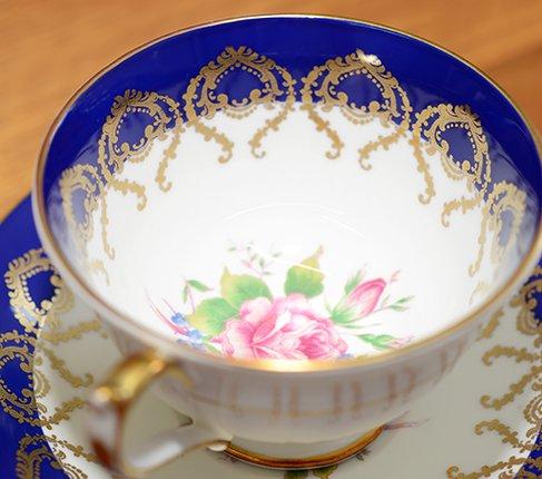 エインズレイ 金彩 大輪のピンクローズが美しい コバルトブルー ティーカップ&ソーサーc.2145 Aynsley 紅茶カップ ギフトの写真No.7