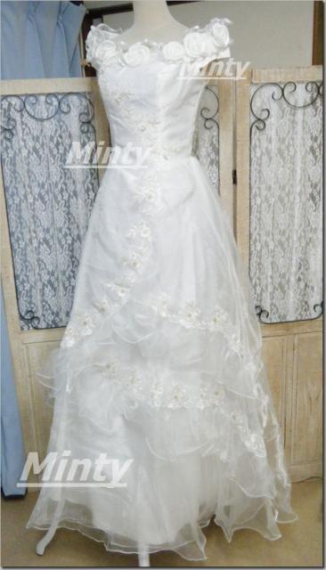 ホワイトローズ♪胸元にチュールレースと薔薇&金ゴールド刺繍にスパンコールの白ウェディングドレス1098