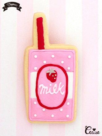 Toyme ストロベリーミルクブローチ (ピンク)
