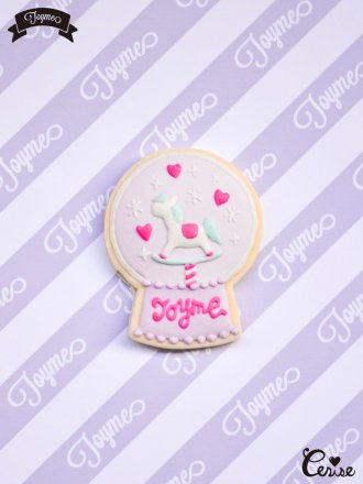<img class='new_mark_img1' src='https://img.shop-pro.jp/img/new/icons20.gif' style='border:none;display:inline;margin:0px;padding:0px;width:auto;' />【SALE】Toyme ロッキングホーススノードームブローチ(ラベンダー)