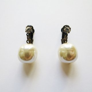 108-101 Pearl Earrings (L)