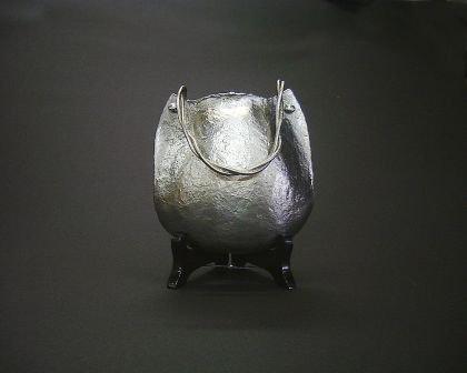 錫製花器【ポシェット形掛花入】