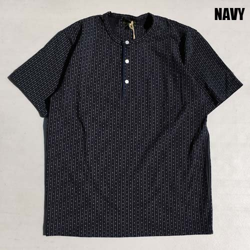 <img class='new_mark_img1' src='https://img.shop-pro.jp/img/new/icons46.gif' style='border:none;display:inline;margin:0px;padding:0px;width:auto;' />byGLAD HAND[S/S TEE] WARDROBE HENRY NECK S/S T-SHIRTS