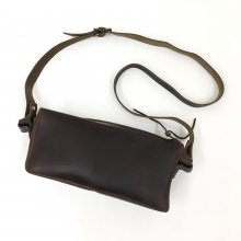 FERNAND LEATHER ZIP SHOULDER BAG (BROWN)