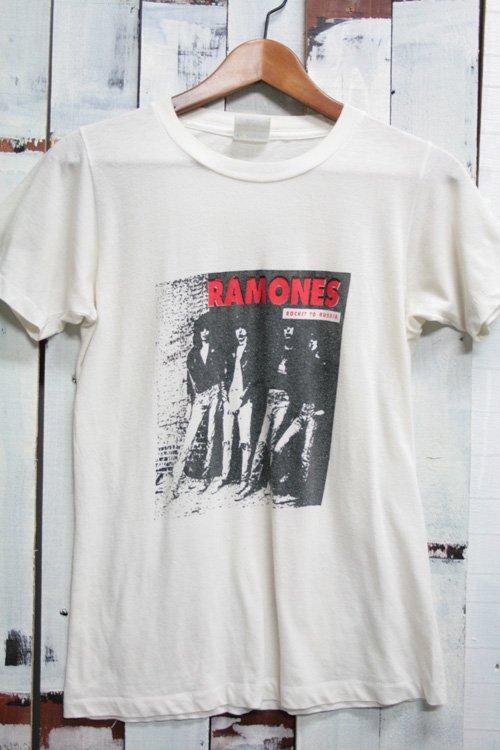 <img class='new_mark_img1' src='//img.shop-pro.jp/img/new/icons43.gif' style='border:none;display:inline;margin:0px;padding:0px;width:auto;' />90年代 ラモーンズ(Ramones)バンドTシャツ ホワイト 白 ビンテージバンドTシャツ ロケット・トゥ・ロシア