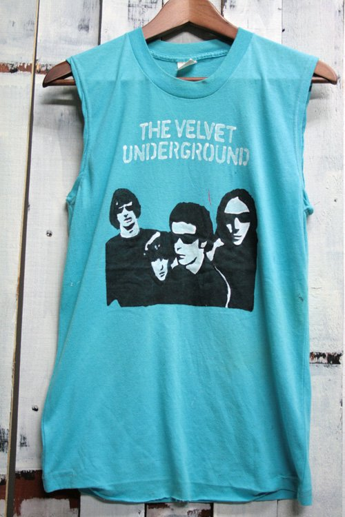 <img class='new_mark_img1' src='//img.shop-pro.jp/img/new/icons43.gif' style='border:none;display:inline;margin:0px;padding:0px;width:auto;' />80-90年代頃 ザ・ヴェルヴェット・アンダーグラウンド (The Velvet Underground)  ヴィンテージ バンドTシャツ ブルー 水色 古着 ハンドペイント