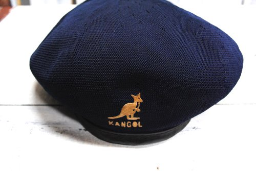 <img class='new_mark_img1' src='//img.shop-pro.jp/img/new/icons43.gif' style='border:none;display:inline;margin:0px;padding:0px;width:auto;' />古着 KANGOL(カンゴール)ベレー帽 帽子 ネイビー 紺 中古 イングランド製