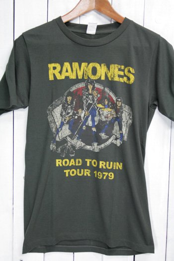 <img class='new_mark_img1' src='https://img.shop-pro.jp/img/new/icons43.gif' style='border:none;display:inline;margin:0px;padding:0px;width:auto;' />ラモーンズ Ramones Tシャツ ビンテージプリント バンドTシャツ ブラック