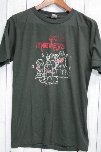 <img class='new_mark_img1' src='https://img.shop-pro.jp/img/new/icons43.gif' style='border:none;display:inline;margin:0px;padding:0px;width:auto;' />Arctic Monkeys アークティック モンキーズ Tシャツ ビンテージプリント バンドTシャツ ブラック