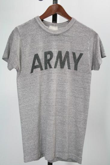 <img class='new_mark_img1' src='https://img.shop-pro.jp/img/new/icons43.gif' style='border:none;display:inline;margin:0px;padding:0px;width:auto;' />87年 US・ARMY・Tシャツ 古着