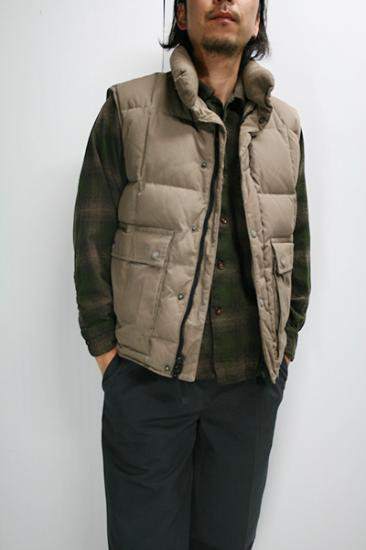 <img class='new_mark_img1' src='https://img.shop-pro.jp/img/new/icons43.gif' style='border:none;display:inline;margin:0px;padding:0px;width:auto;' />Eddie Bauer(エディー・バウアー) ダウンベスト 古着