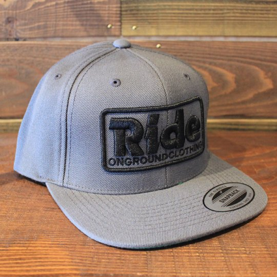 ONGROUNDCLOTHING 【Ride】3D Stitch Logo Standard Snapback グレー/ブラック(特別カラー)<img class='new_mark_img2' src='//img.shop-pro.jp/img/new/icons5.gif' style='border:none;display:inline;margin:0px;padding:0px;width:auto;' />